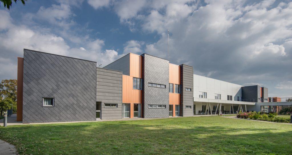 slate siding image via Manuel Rodríguez Fernández http://nivelarte.com/fotografia-de-arquitectura/hospital-francia/#lightbox/1/